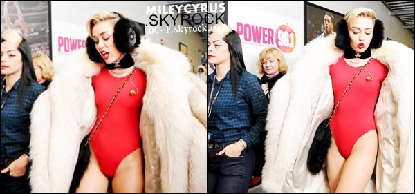11/12/13 : Miley interview� au Power 96.1's Jingle Ball.
