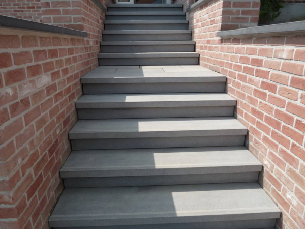 escalier en pierre bleue reconstitu e adoucie avec nez