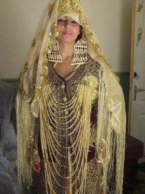 LA CHEDA Ce modèle typique que doit porter une future mariée, robe traditionnelle de toute beauté. El Cheda, la robe traditionnelle que porte les mariés de