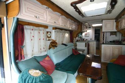 deco am nagement d 39 un bus en camping car. Black Bedroom Furniture Sets. Home Design Ideas