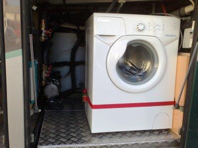 machine laver am nagement d 39 un bus en camping car. Black Bedroom Furniture Sets. Home Design Ideas
