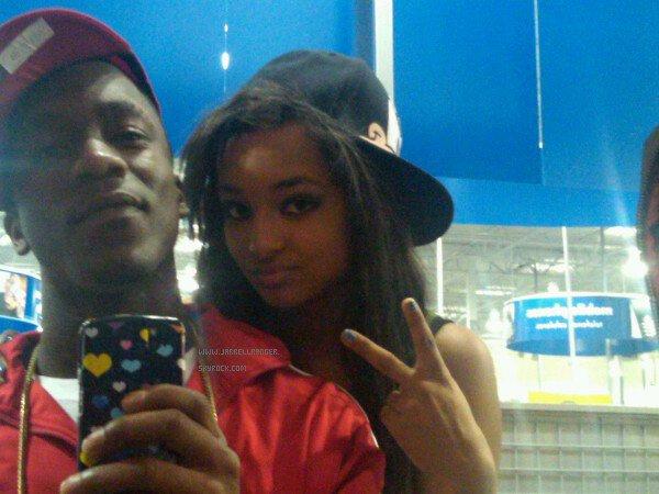"Photo Twitter : ""Ahahaha me and my brother @iyazlive chillinnn haha we r such dorks #yeahbuddy"""