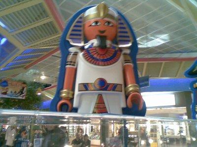 Une statue de playmobil egypte playmobils en avant les - Egypte playmobil ...