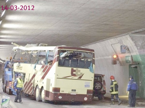 13 mars 2012 belgique flandres accident d 39 un autocar belge sur l 39 a9 dans le tunnel de. Black Bedroom Furniture Sets. Home Design Ideas