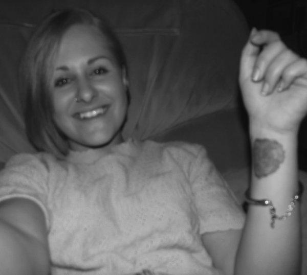 hi thats a new me as i said, tattoos, piercing and my hair, say HI!
