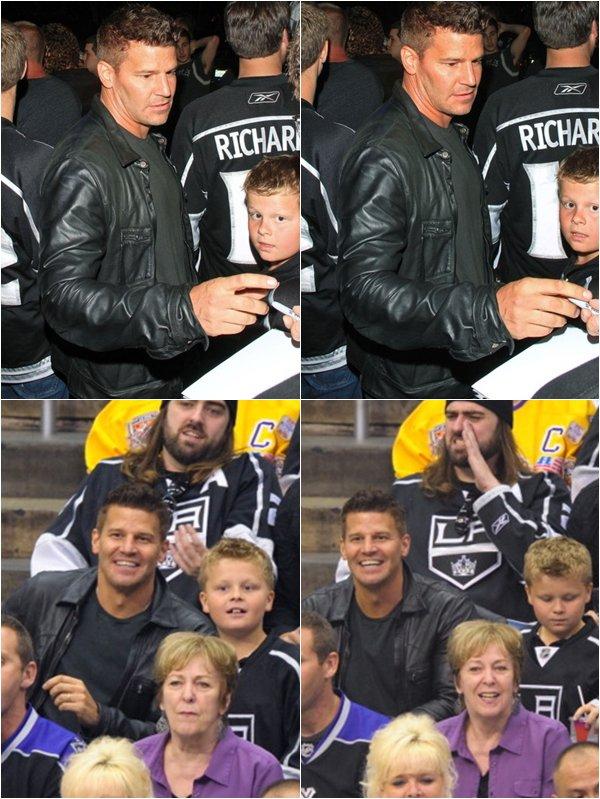 • • Le 6 juin, David assistait à un match de Hockey. Il était accompagné de son fils Jaden  • •
