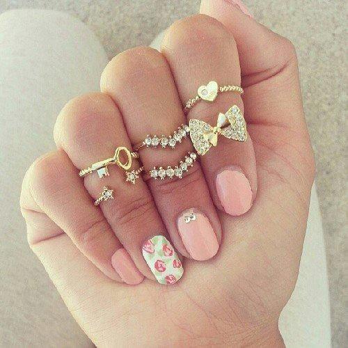 Je sais quelle adore les bijoux et elle en met tous les jours beaucoup donc je savais que ça lui plairait. De plus sa couleur préférée est le rose donc je