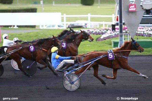 Bien ! 112 V�a du Vivier* (mon outsider !) gagne le Quint�+ du jour a 12/1 -  110 V�nus de Bailly* (mon tocard !) 5�me a 22/1