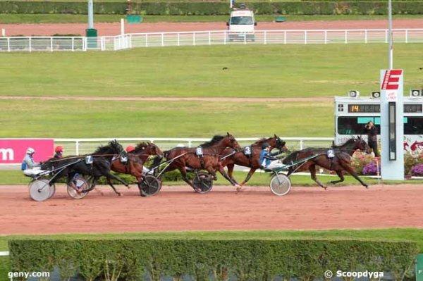 Bien ! 102 Super Ariel* (ma favorite !) gagne a 9/1  103 Radieux* (mon outsider !) 2�me a 13/1 + jumel� gagnant plac� !