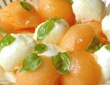 Melon et Mozzarella au basilic frais