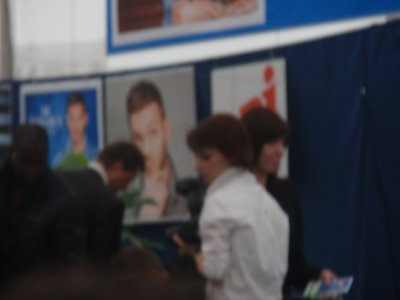 Matt Pokora - S�ance Dedicace Auchan Leers - 17.06.2011