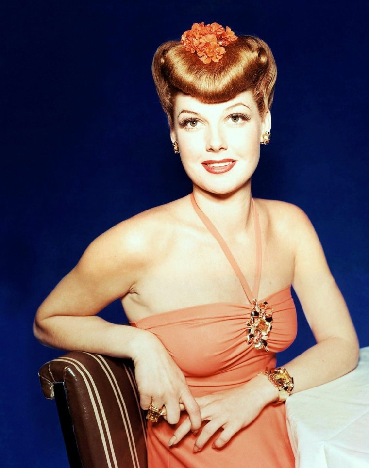 (POUR LES FANS DE MARILYN, MY NEW BLOG, clic on THE RARE COLOR CANDID PICTURE of Marilyn or clic on the pix of Clint WALKER for my other blog, HOLLYWOOD in KODACHROME)... On commence avec Ann SHERIDAN (de son vrai nom : Clara Lou SHERIDAN) est une actrice et productrice am�ricaine n�e le 21 f�vrier 1915 � DENTON, Texas (�tats-Unis), morte le 21 janvier 1967 � Los Angeles, (Californie).