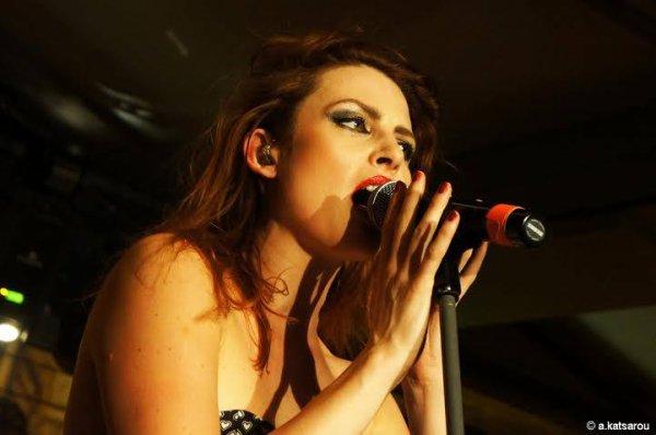 YaninaFashion Paris 5 juillet 2016 et le concert Nouvelle Vague � Gazarte en Grece : Deux pin up girls et quatre gar�ons calmes on stage le 14 juillet 2016