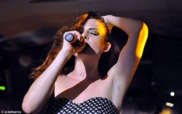 le concert Nouvelle Vague � Gazarte en Grece le 14 juillet 2016 et leur concert a Cr�te en Gr�ce le 15 juillet 2016