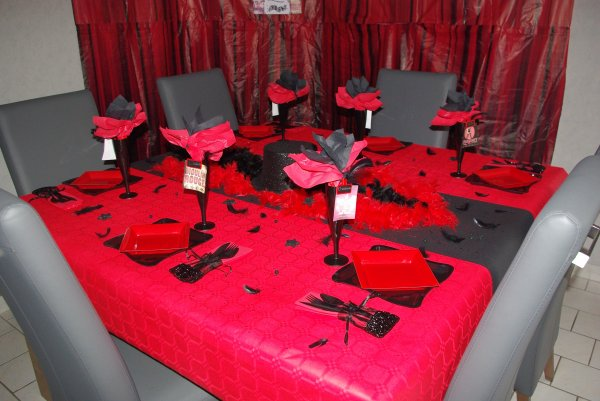 Table cabaret deco de table de christine - Decoration table anniversaire rouge et noir ...