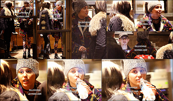 . 03/03/16 - Miley a �t� vu avec de la famille qui lui ont rendu visite dans New-York ! �a fait de plaisir de voir Miley sortir de plus en plus ! Par contre je n'aime pas du tout la tenue de la chanteuse, c'est un flop pour moi ! .