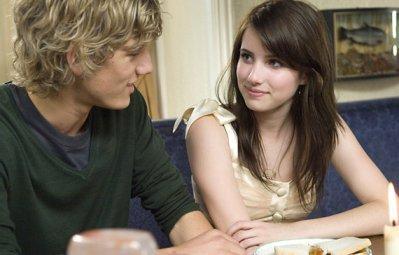 De vrais adolescents s'embrassent si