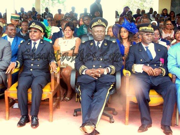 En Images : La passation de commandement entre les  sous-pr�fets sortant et entrant de Bamendjou
