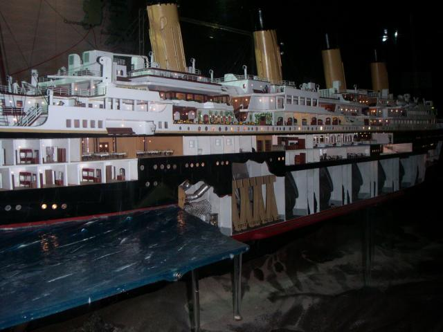 Le plus grand modèle réduit du Titanic exposé à Grenade 465979435