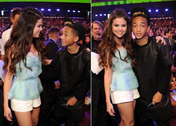 24 mars : Selena aux Kids Choice Awards 2013 où elle y a été nominé deux fois et a gagané un prix pour l'actrice favorite de TV