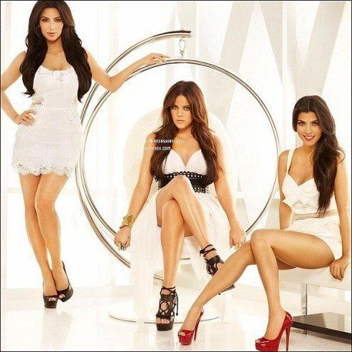 """Une toute nouvelle photo promotionnelle """"Keeping Up With The Kardashian"""" vient de sortir."""