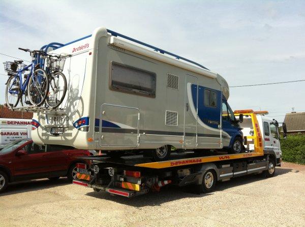 camping car pneu eclate garage vin depannage vehicules. Black Bedroom Furniture Sets. Home Design Ideas
