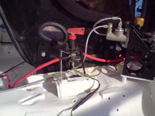 Coupe circuit la 209 gti16 - Monter un coupe circuit sur une voiture ...