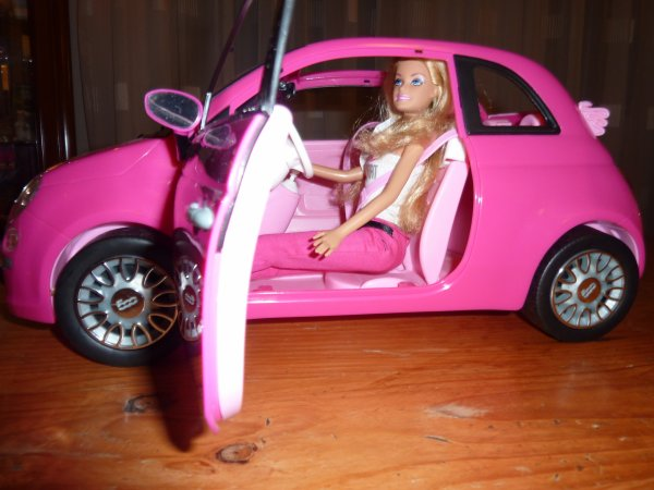 mattel barbie et fiat 500 rose barbie cathie et autres jouets de mon. Black Bedroom Furniture Sets. Home Design Ideas