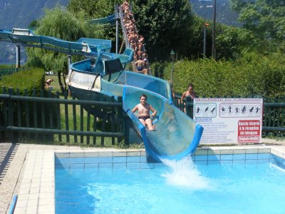 Le toboggan de la piscine d 39 aix les bains skyblog for Piscine aix les bains