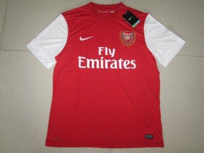 les maillots de la saison 2011-2012 de manchester et de arsenal et real madrid en domicile sont arrivés !!!