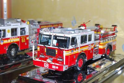 camion americain toute ma collection sur les pompiers de paris. Black Bedroom Furniture Sets. Home Design Ideas
