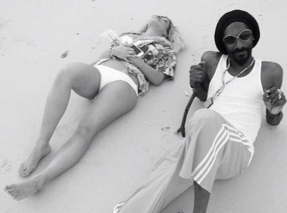 Rita Ora ft. Snoop Lion - Torn Apart  (2013)