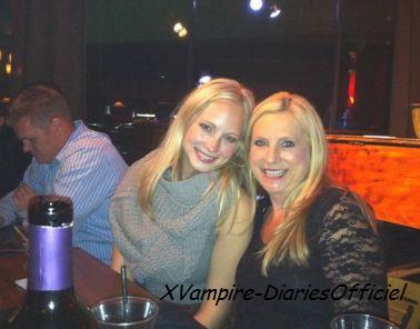 Photo Perso : Hier Candice Accola était en soirée avec sa famille