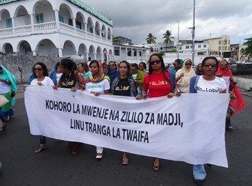 COMORES : Manifestation des femmes de Moroni / Le mouvement continue