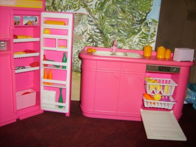 avis avis a vendre barbie et mobilier barbie voir les quatre chapitres blog de chipie. Black Bedroom Furniture Sets. Home Design Ideas