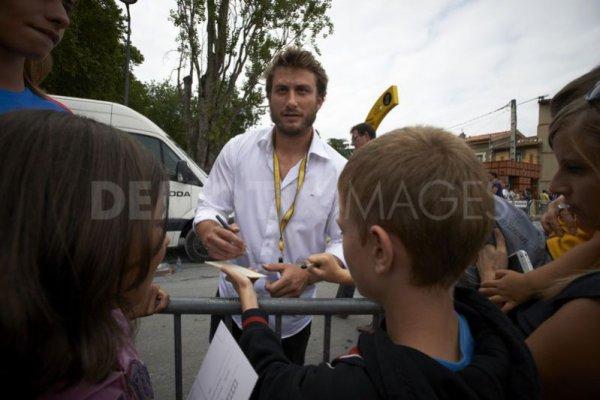 Maxime donne le coup d'envoi fictif du Tour de France.