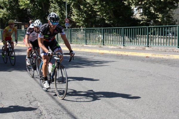 Pau(64).Nocturne.Grand Prix Cycliste de Pau. 1 2 3 JUNIORS PC.Jeudi 25 ao�t 2016