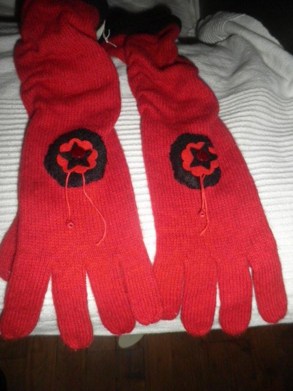 des gants rouge