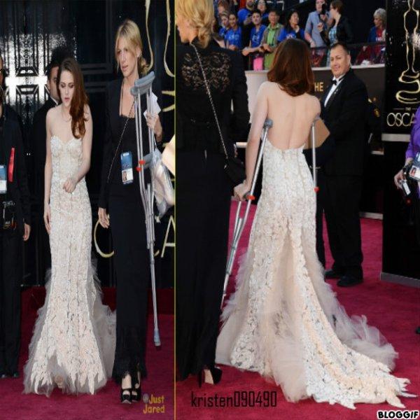 Kristen aux oscar 2013 + Elle étais sublime + la pauvre elle avait des béquille :(