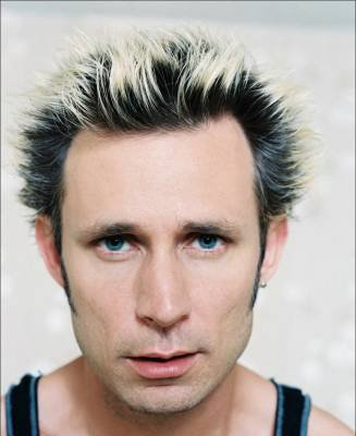 Mike Dirnt --------------> Le bassiste du grOupe