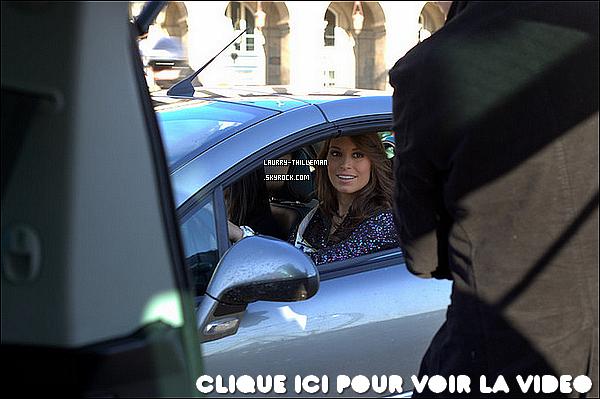 . 12/12 Miss France 2011, dans Auto-Moto, essayant sa nouvelle voiture offerte par le comité Miss France  .