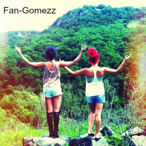 07/04/2013 Selena avec ses amies !