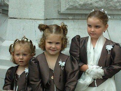 voici  les  petites  filles  dhonneurs
