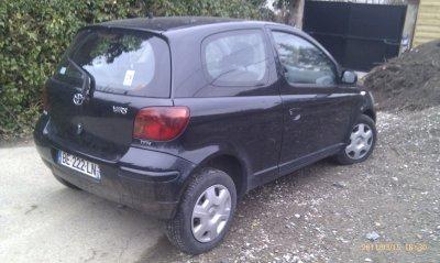 Toyota yaris 1.3l VVTI 85CV AN 2003 160000KMS toute options noire
