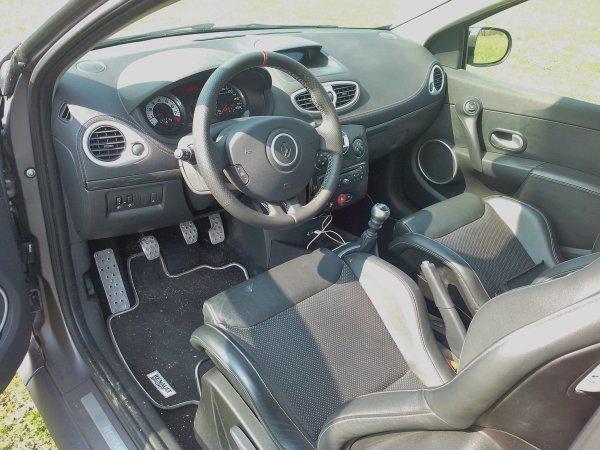 Renault Clio III RS sport 2l 203cv AN 04/2012 serie limitée ANGE et DEMON a 666 examplaires 17000kms (VENDU LE 13/09/2013)