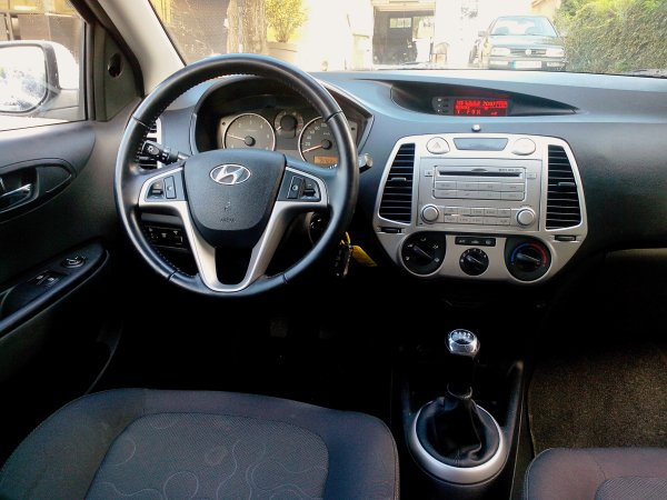 HYUNDAI I20 1.4L CRDI 75CV AN 11/2010 75000KMS (VENDU LE 16/11/2013)