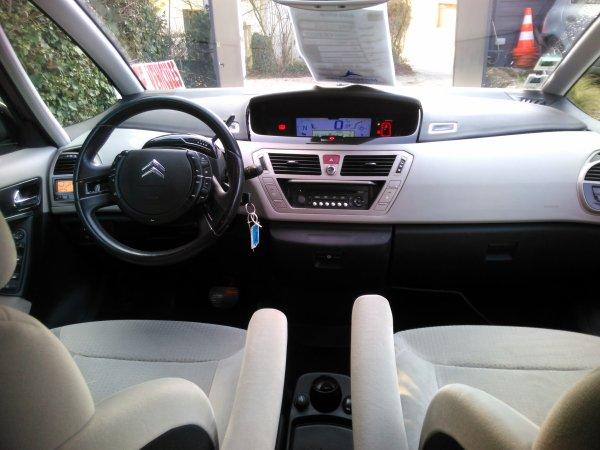 Citroën C4 picasso 1.6l hdi 110CV exclusive 126000kms TRES BON ETAT GENERAL (VENDU LE 12/04/2016)