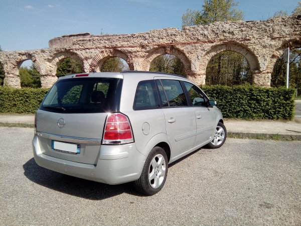 opel zafira b 7 places 1 9l cdti 100cv fap enjoy an 10 2007 avec 190000kms vendu le 13 07 2017. Black Bedroom Furniture Sets. Home Design Ideas