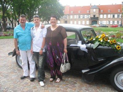 apres  une  longue abscence me re  voila !  mon mari    mon    fils    et  moi  ! au mariage du beau frere !