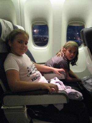 Moi et ma soeur dans l 39 avion cloclo aux u s a - C est interdit dans l avion ...